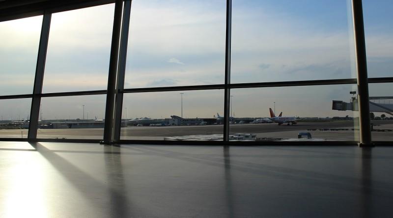 airport-691047_1280