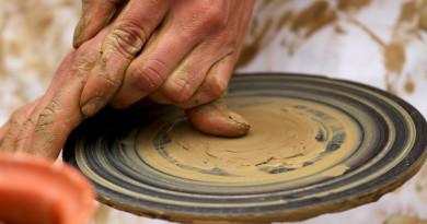 pottery-1236428-1279x852