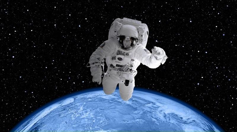space-suit-2539247_960_720