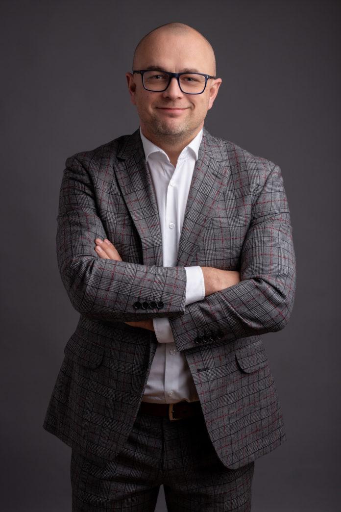 dr Piotr Wiśniewski